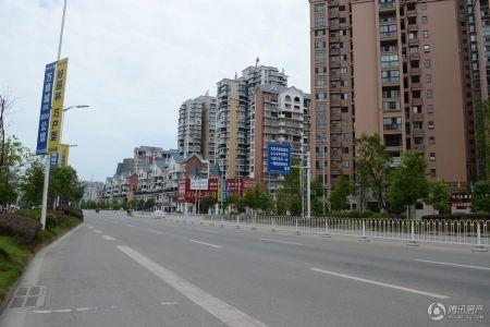 万峰城A区依云谷
