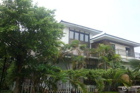 大华西海岸温泉别墅位于滨海大道299号,喜来登酒店正对面。项目现房在售,现主推户型有54-88平的酒店式公寓,含精装。目前,起价12800元/平,均价15000元/平,最低总价60万元/套。