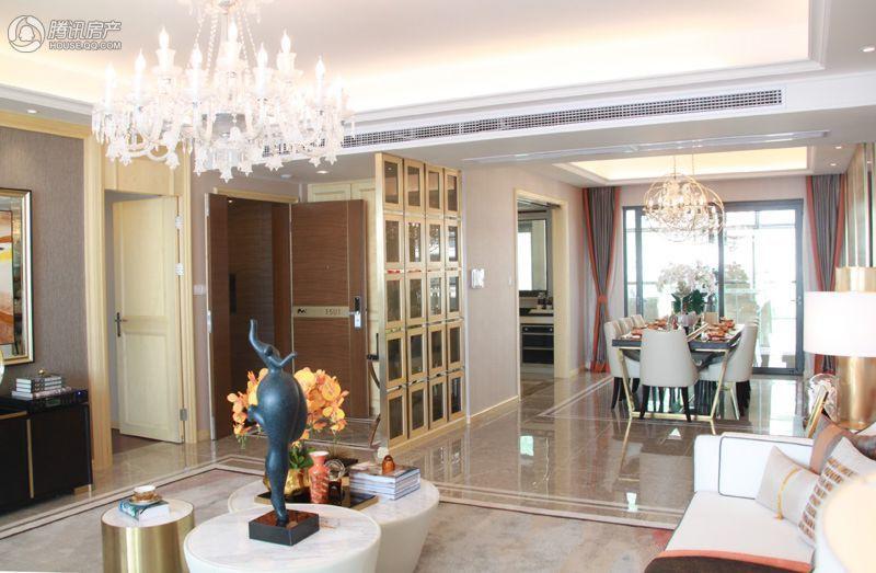 客廳全景,戶型方正,客廳餐廳雙陽臺設計,整個室內非常通透